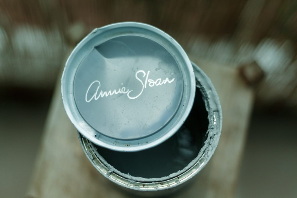 The top of a tin of Annie Sloan paint